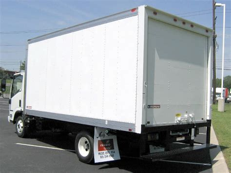 isuzu box truck back