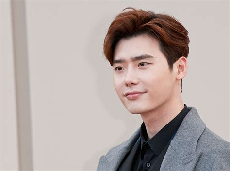 film drama korea terbaru lee jung suk lee jong suk begins filming for new drama while you were
