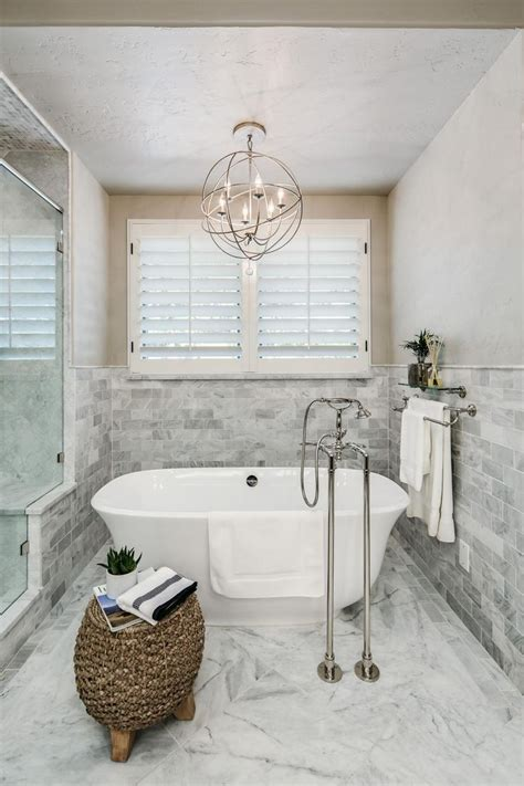 Light Above Bathtub by 25 Best Ideas About Bathroom Chandelier On