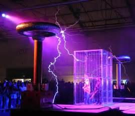Lightning Car Faraday Cage En Angleterre Le Propri 233 Taire D Un Bar A Construit De Ses