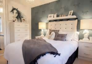 horse theme for girl s bedroom with printed horse bedding equestrian themed bedroom perfect for a teen girl