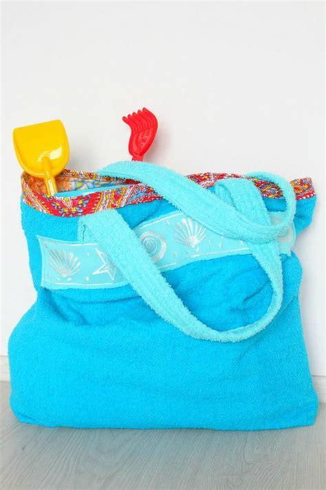 towel tote bag pattern towel beach tote bag tutorial favequilts com