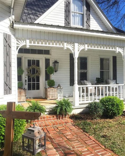 farmhouse porches best 25 farmhouse front porches ideas on pinterest farm