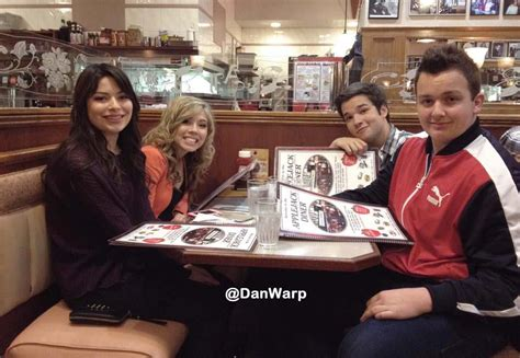 icarly cast and crew miranda cosgrove the icarly cast takes over new york city