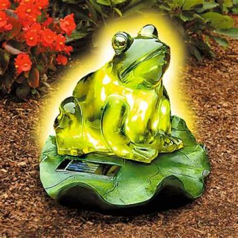 The Solar Frog Light Just Glows With Class Slashgear Solar Frog Light