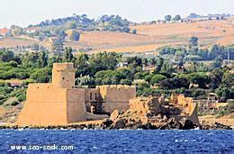 porto le castella porto marina le castella calabria
