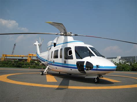 file helicopter excel air service s 76c ja6691 jpg wikimedia commons