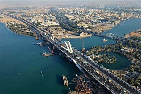 Urban Home Interior by Sheikh Zayed Bridge Architravel