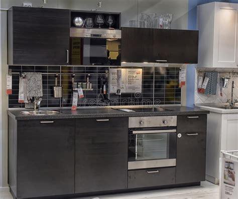 mobili negozio ikea cucina in negozio di mobili ikea fotografia editoriale