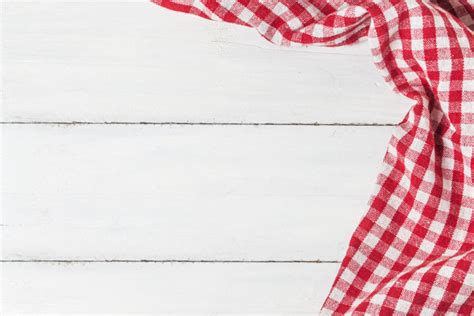 pattern photoshop quadretti empty wooden table and cloth red napkin photo free download