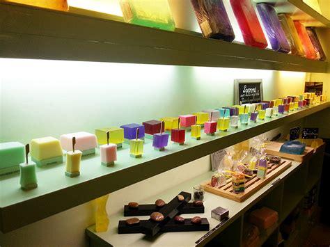 le comptoir des savonniers comptoir des savonniers 224 antibes et f 233 minine