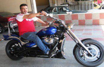 kisiye oezel motosiklet yapiyor