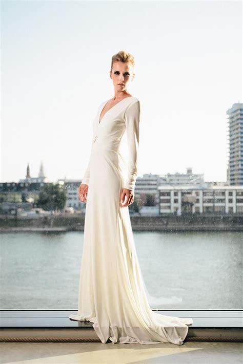 Hochzeitskleid Langarm Schlicht by Brautkleider F 252 R Winterhochzeiten Friedatheres
