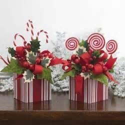 Cheap And Easy Christmas Centerpieces - 1000 ideas about holiday centerpieces on pinterest christmas centrepieces christmas