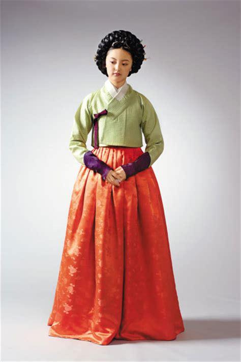 Korea Hanbok Jeogori 1 the 18th century joegori or garments grew shorter