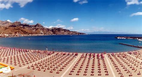 giardini naxos spiaggia giardini naxos taormina la perla della sicilia settimana