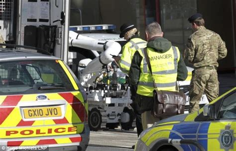 bureau de recrutement militaire en bref info monde info bombes irlandais
