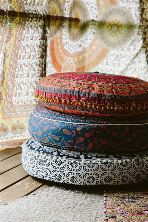 Floor Cushions Decor Ideas by 21 Chic And Cozy Floor Pillows 101 Recycled Crafts