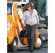Hope Thats Not Perm Anent Eva Mendes Shows Off Her Curly Hair And