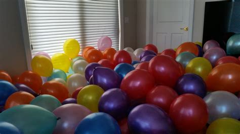 how many balloons to fill a room filling a room with seven hundred balloons maker musings