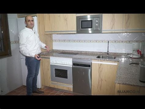cocina pequena moderna color madera en  sin