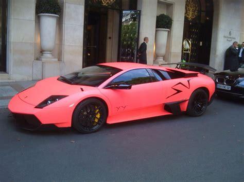 Ferrari Turquoise Ou Lamborghini Rose Bonbon Reporter