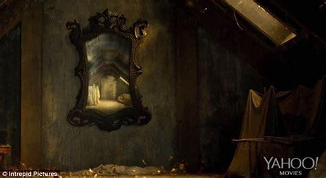 Nail Art Desk Karen Gillan Makes Horror Movie Debut In New Film Oculus