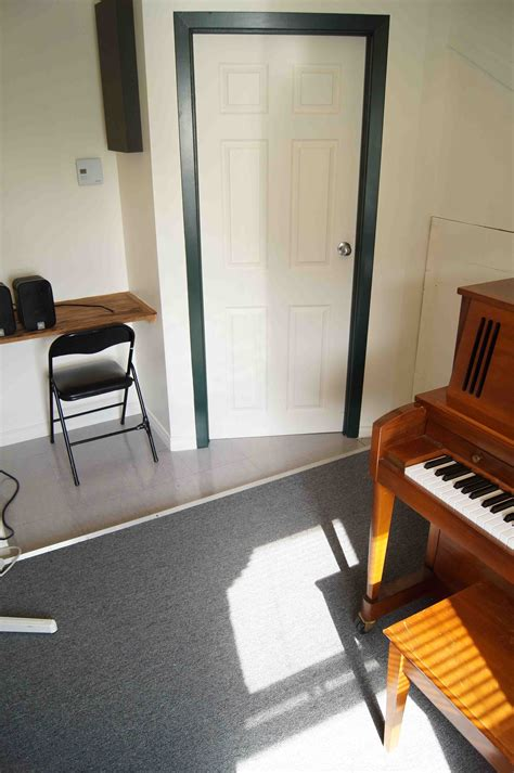 the room epilogue piano 407 small rehearsal studio with upright piano baldwin 201 pilogue musique