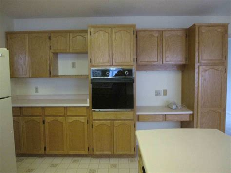 Kitchen Cabinets Without Hardware My Kitchen Cabinets Are In Next The Countertops Maria