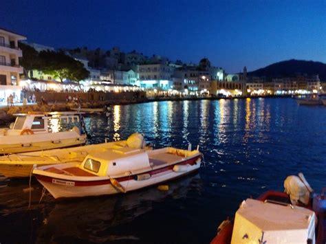 karpathos turisti per caso pigadia in notturna viaggi vacanze e turismo turisti