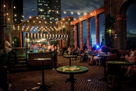 Best Roof Top Bars In Nyc by Best Rooftop Bars In New York City