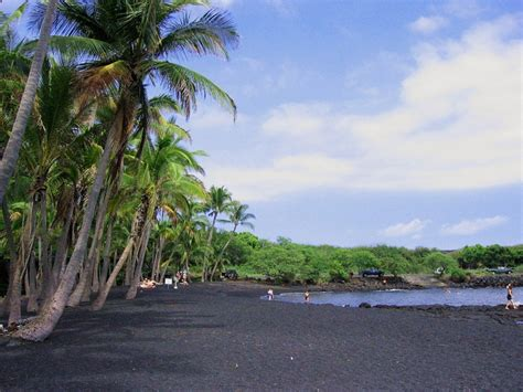 punaluu beach somediffrent punaluʻu black sand beach