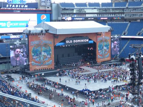 country music concerts new england 2013 kenny chesney spreads the love in foxborough new england