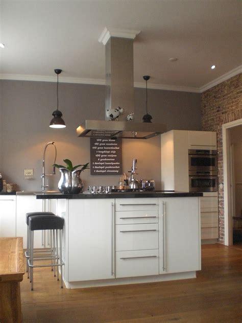 welche farbe passt zu grau wand wandfarbe kche home design gallery bronnikov club
