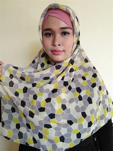 Jilbab Segi Empat Warna Hijau segiempat motif bola warna abu kombinasi hijau scarf