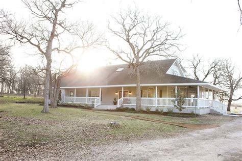 fixer upper farmhouse tour with joanna gaines allcreated episode 10 the robinson farmhouse magnolia market