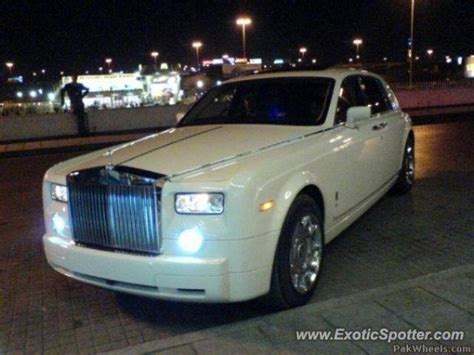 roll royce karachi rolls royce phantom spotted in karachi pakistan on 05 12 2009