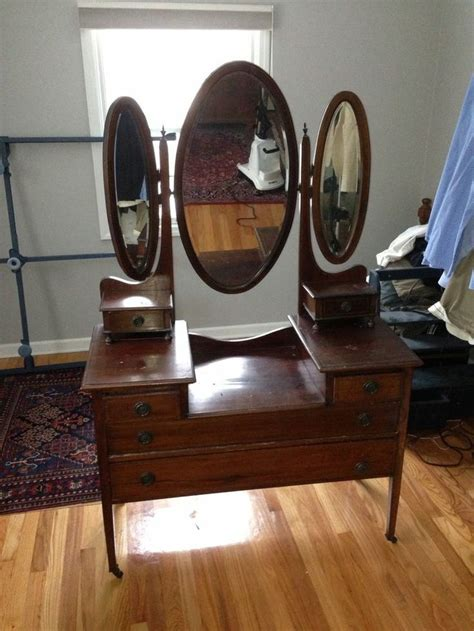 mirror antique vanity on casters local 3