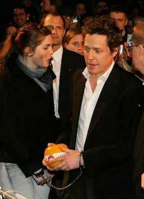 Demented Reporter Handcuffs Herself To Hugh Grant obsessive fans hugh grant handcuffed by fan at premiere