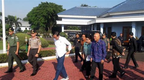 Sepatu Nike Jokowi rupa rupa sepatu jokowi ada sneaker dan pantofel kulit