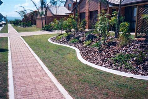 Landscape Edging By Sidewalks Kwik Kerb Landscape Driveway Borders And Pathway Edging