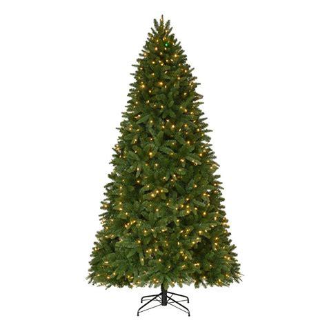 pre lit twinkling christmas tree