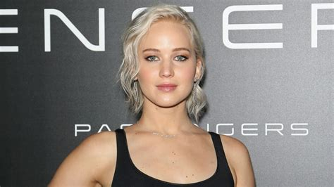 Academy Awards Gray Hair And Blond Streaks | grannyhair gray hair trend become popular for all ages