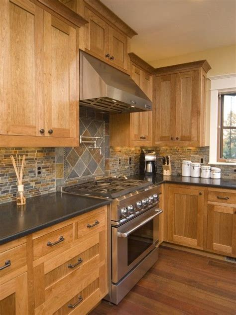 used oak kitchen cabinets 25 best ideas about light wood cabinets on pinterest
