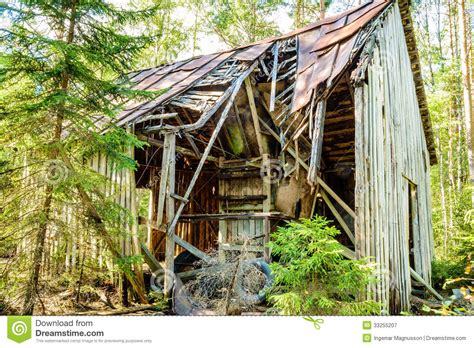 broken house old broken down house royalty free stock photography image 33255207