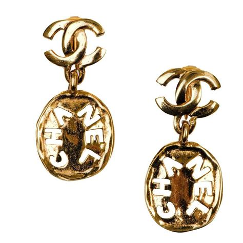 wow chanel logo and signature cartouche gilt clip on