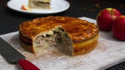 recipe kentish pork sage and apple pasty daily mail online pork bacon and apple pie recipes food network uk