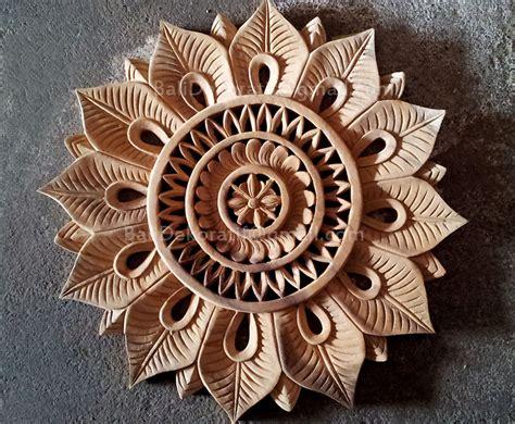 Hiasan Dinding Kayu Ukiran Bali Motif Beringin Diameter 20cm Bundar jual hiasan dinding kayu ukiran bali motif rangkaian bunga