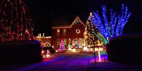 does 7 11 sell christmas lights 6 ways to do holidays lights better than everyone else huffpost