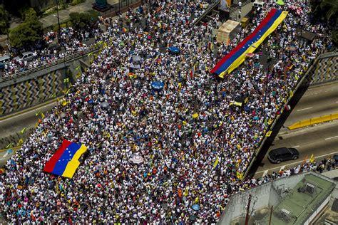 imagenes venezuela de ayer venezuela marcha hoy buscando salvaguardar su democracia